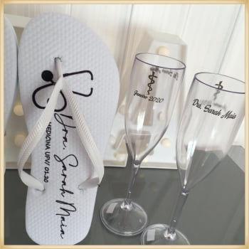 Kit formatura com Taças de Champanhe + chinelo personalizados